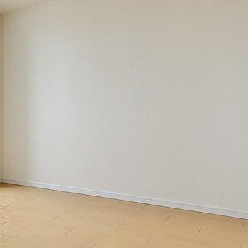 ベッドを置くならこちら側でしょうか※写真は14階の同間取り別部屋のものです