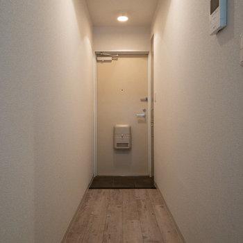 長めの廊下が続きます。