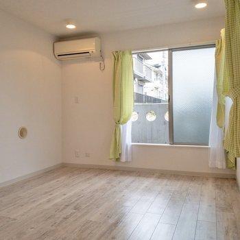 柔らかい雰囲気のお部屋です。※家具はサンプルです。