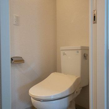 タイルが可愛いトイレだなあ。