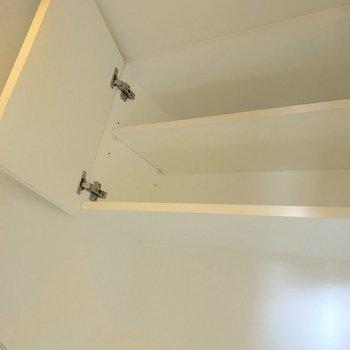 頭上には棚もありました。