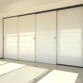 DKとはスライド式の扉で仕切ることも。