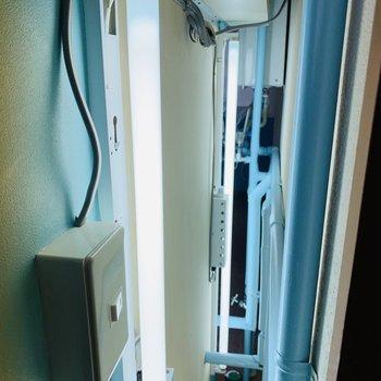 間接照明です!配管もブルーと細部までこだわっております◎