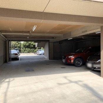 駐車場も建物1階にあります。
