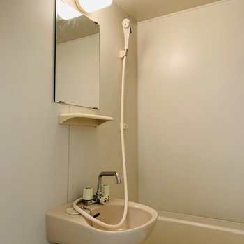 2点ユニットのバスルーム。(※写真は4階の反転間取り別部屋のものです)