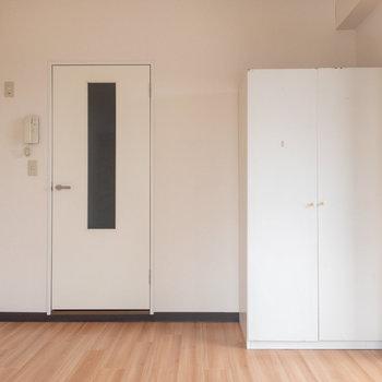 冷蔵庫はこちらの写真左奥に置くような具合になります。