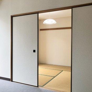 【洋室】続いてお隣の和室へ