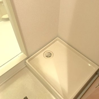 洗面台の正面には洗濯機置き場。