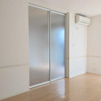 【LDK】扉を閉めてみました。ちなみに扉はスライド式です。
