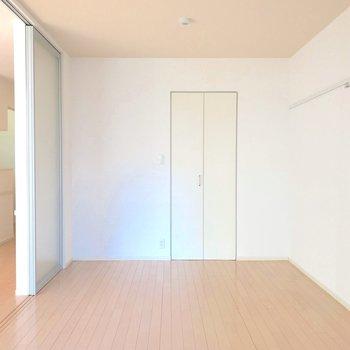 【洋室】クローゼットもあって寝室に使いやすいお部屋です。