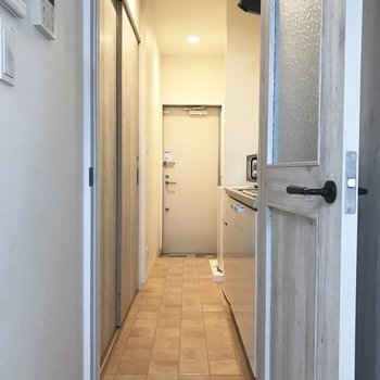 トビラを開いて、※写真は2階の反転間取り別部屋のものです