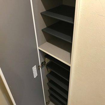 ほそなが〜いシューズボックス。※写真は2階の反転間取り別部屋のものです