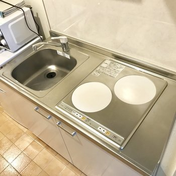 キッチン、IHなので作業台にも。※写真は2階の反転間取り別部屋のものです