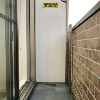 バルコニーにお洗濯物干せます。※写真は2階の反転間取り別部屋のものです