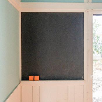 黒板にはスケジュールや目標なんかを書こうかなー。