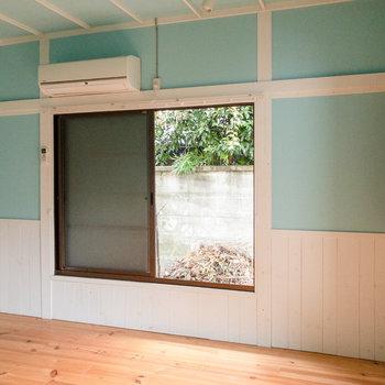 ベッドはこの窓側に置こうかな。