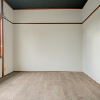 ここは寝室にしたい!ダブルベッドと子ども用ベッド並べても広々空間◎