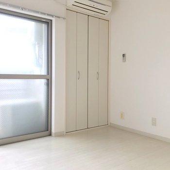 奥のお部屋は寝室にしたい。(※写真は清掃前のものです)