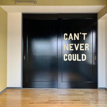 クローゼットのドアさえもスタイリッシュ。
