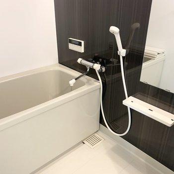 浴室も新しくなってピカピカ◎追焚き、乾燥機能付です。