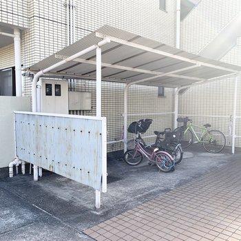 自転車置場もしっかり屋根付。