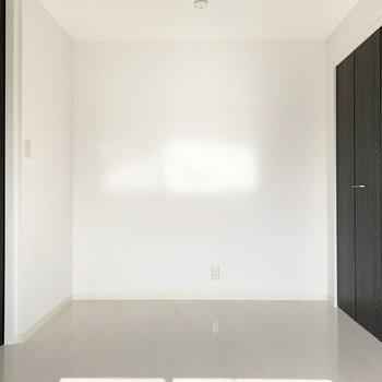 【洋6南】LDKとの間仕切りは引戸なので一体の空間にして大きく使っても、個室として使っても。