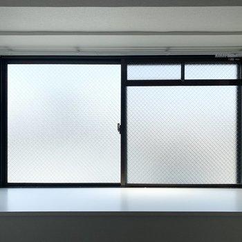 【洋6北】出窓はしっかり側面にも窓があるタイプ。