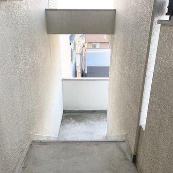 共用部は階段のみ。
