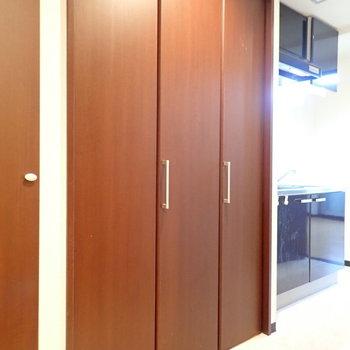廊下にある、収納のような扉…