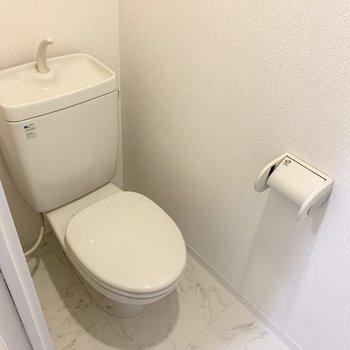 右におトイレ。