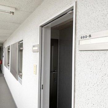 共用廊下から2部屋ずつワンクッションはさむ珍しいアクセス。