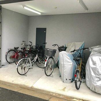【共用部】駐輪場は屋根つき!
