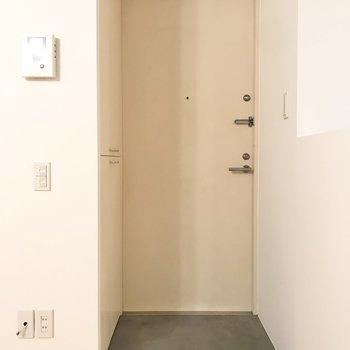 【LDK】玄関の段差はあまりありません。