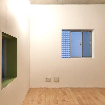 【LDK】窓のまわりはキミドリ色。