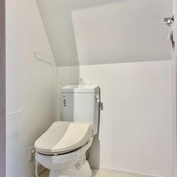 トイレのお隣には洗濯機をどうぞ。