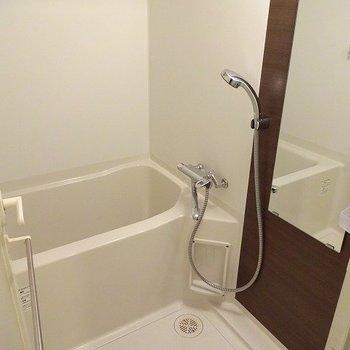 お風呂は浴室乾燥付き(※写真は4階の同間取り別部屋のものです)