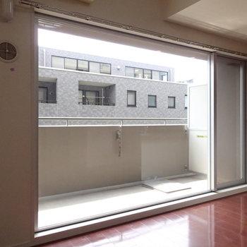 大きな窓だー※写真は3階の反転間取り別部屋のものです