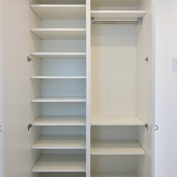 シューズボックスには靴がたくさん入りそう※写真は14階の同間取り別部屋のものです