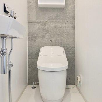 トイレは温水洗浄付き※写真は14階の同間取り別部屋のものです