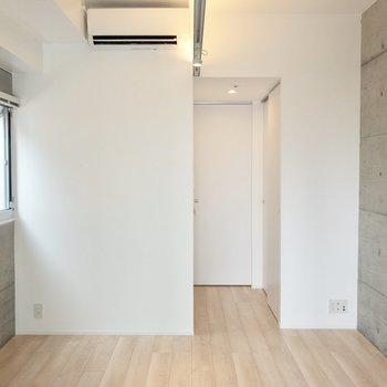 扉を閉めて居室空間に※写真は14階の同間取り別部屋のものです