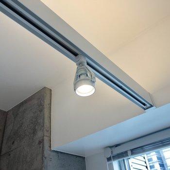 お部屋の照明はシーリングライト※写真は14階の同間取り別部屋のものです