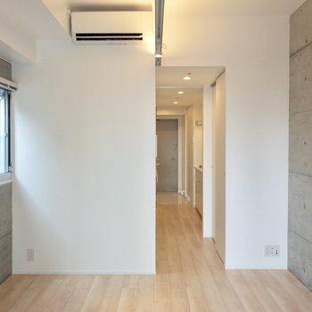 シャープな印象のお部屋※写真は14階の同間取り別部屋のものです