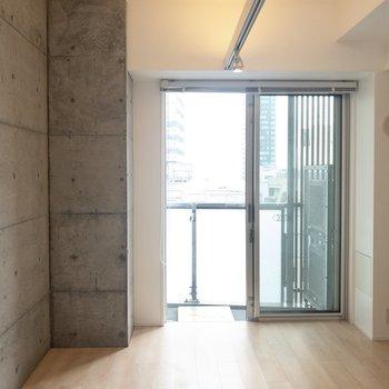ライトは暖色で落ち着きます※写真は14階の同間取り別部屋のものです