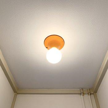 レトロ感のある照明がとっても可愛いんです。なんだかほっこり。