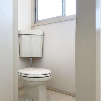 トイレにも窓があり、効率よく換気ができます。