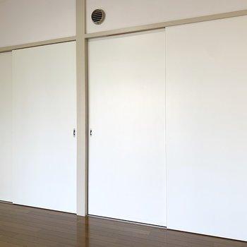 【南西側洋室】間仕切り扉です。