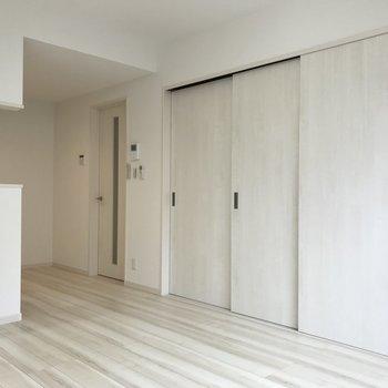 【LDK】洋室とセパレートできますよ。※写真は1階の同間取り別部屋のものです