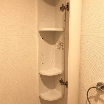 トイレの角にちょっとした棚が付いていました。※写真は1階の同間取り別部屋のものです