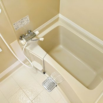 浴槽も広いですよ〜。ゆっくりと休めそうですね。