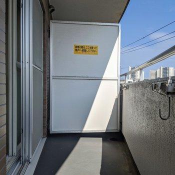 バルコニーは広め◎洗濯物はこちらで干せます。